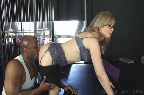 09i3q6x3apov Abuela muy puta se folla un negro   Nina Hartley (Your grannys a whore 2) **ESPAÑOL**